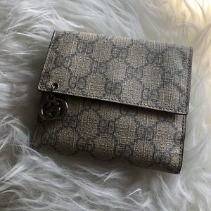 AUTHENTIC Gucci GG Supreme Wallet